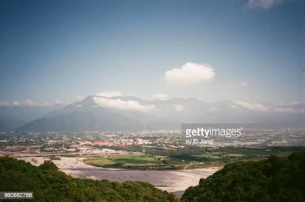 high angle view of hualien - the beautiful city of east taiwan - comté de hualien photos et images de collection
