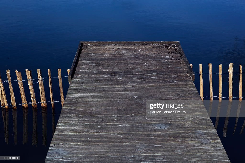 High Angle View Of Jetty Over Lake : Stockfoto