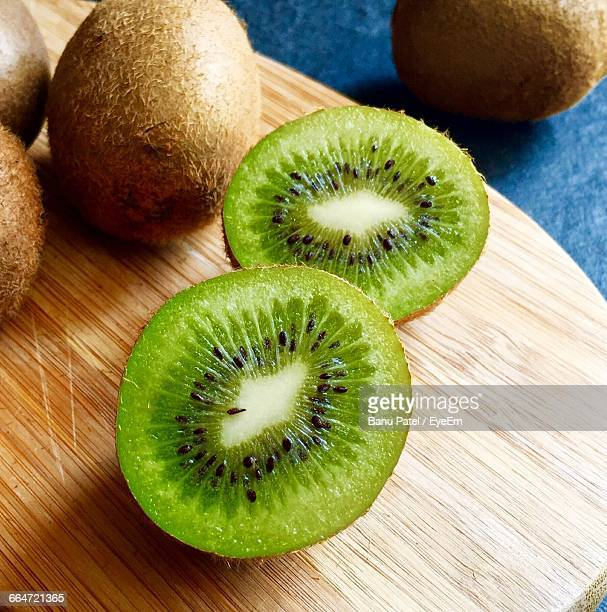 high angle view of kiwi slices on table - kiwi fruit stock pictures, royalty-free photos & images
