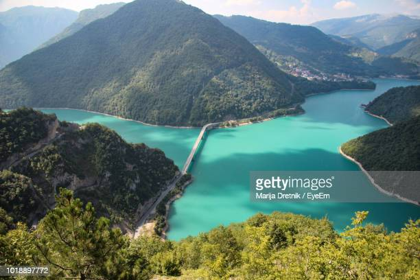 high angle view of lake amidst mountains - montenegro imagens e fotografias de stock