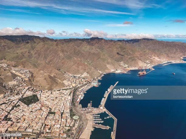 high angle view of landscape against sky - bortes stockfoto's en -beelden
