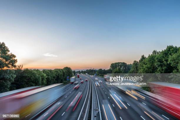 high angle view of light trails on highway - multiple lane highway stock pictures, royalty-free photos & images