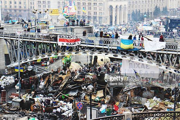 high angle view of maidan nezalezhnosti after riots - riot stock pictures, royalty-free photos & images