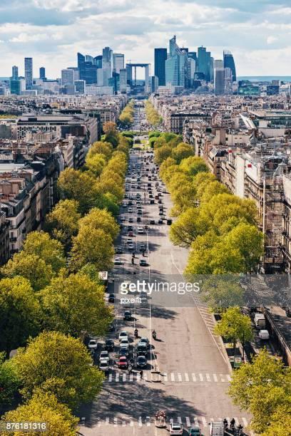 Vue grand angle du grand boulevard à Paris