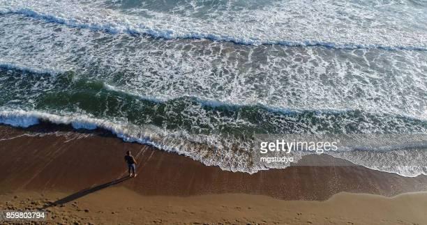 Erhöhte Ansicht der Mann am Strand