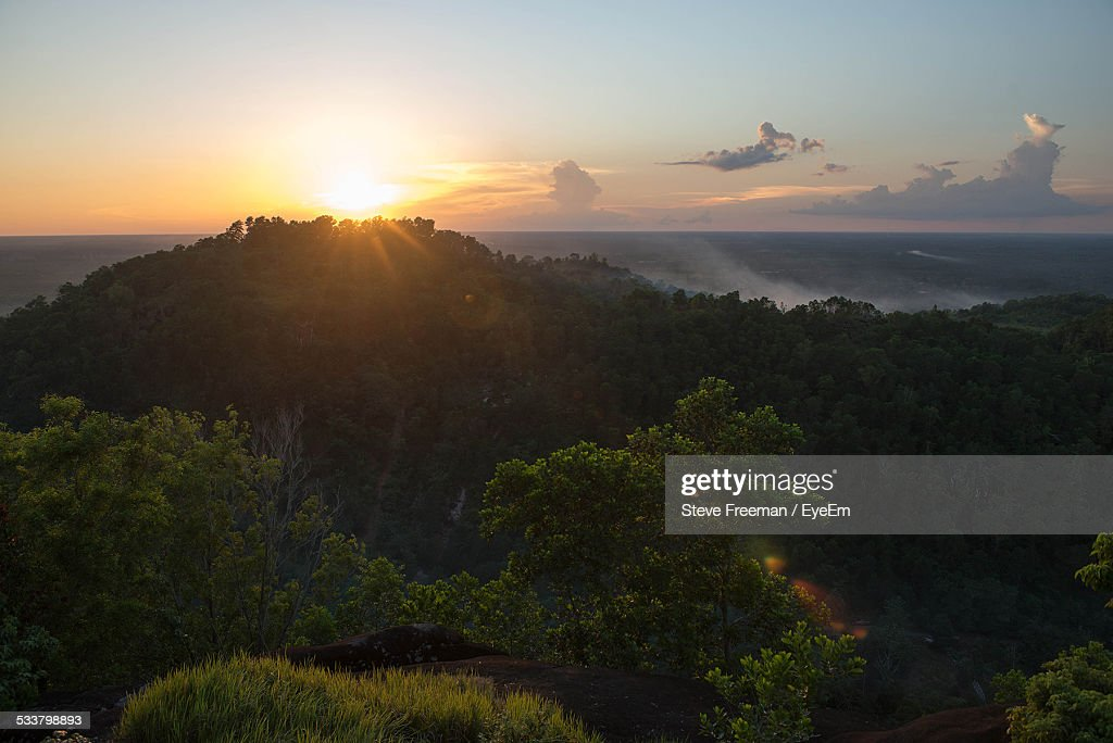 High Angle View Of Mountains And Trees Against Sky During Sunset : Foto stock