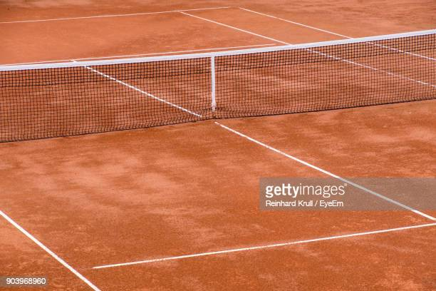 high angle view of net on tennis court - net sports equipment stock pictures, royalty-free photos & images