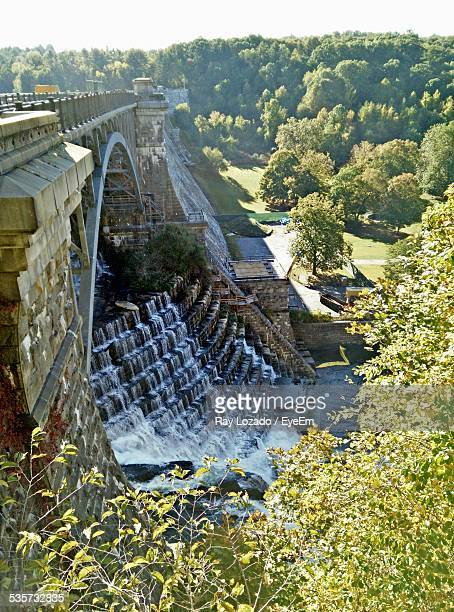 high angle view of new croton dam on sunny day - westchester county stock pictures, royalty-free photos & images