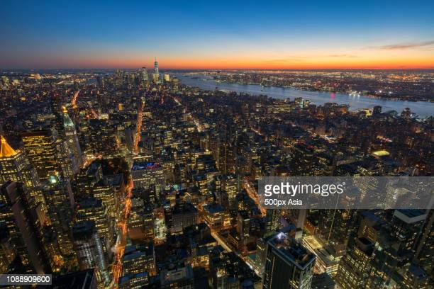 high angle view of new york city at dusk, new york, usa - image stockfoto's en -beelden