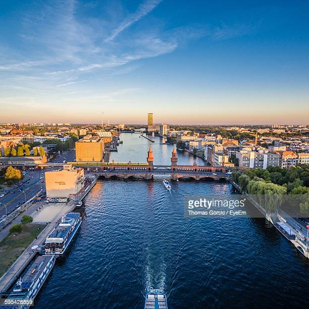 high angle view of oberbaum bridge over river in city against sky - オベルバウムブリュッケ ストックフォトと画像