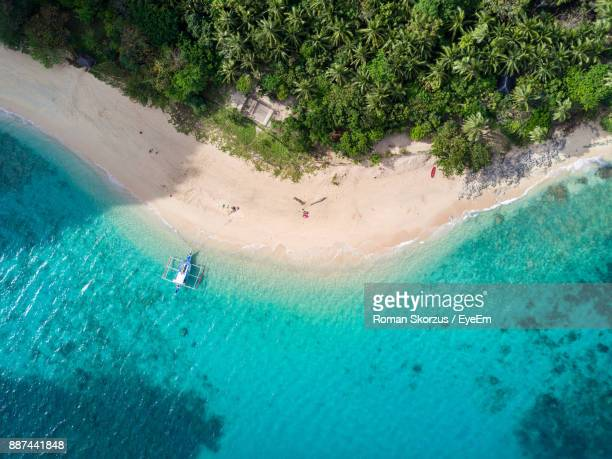 high angle view of outrigger on beach - el nido stock pictures, royalty-free photos & images