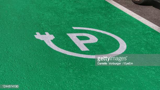high angle view of parking sign for electrical cars - parkplatz stock-fotos und bilder