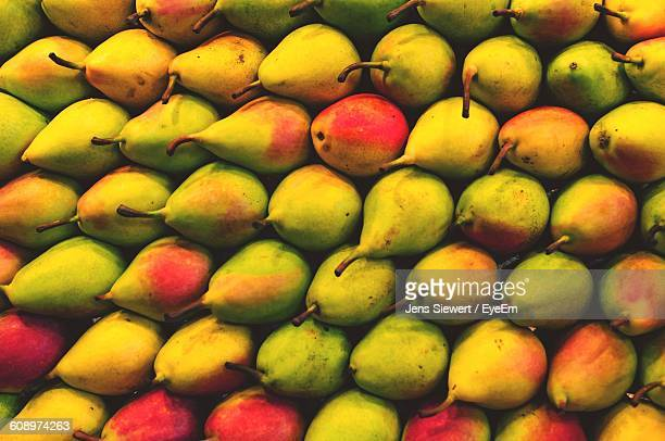 high angle view of pears for sale at market stall - jens siewert stock-fotos und bilder
