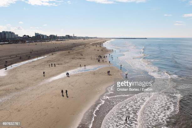 high angle view of people at beach on sunny day - bortes foto e immagini stock