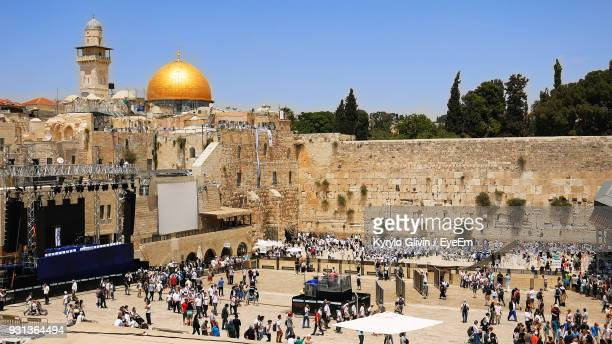 high angle view of people by temple against clear sky during sunny day - jerusalem antiga imagens e fotografias de stock