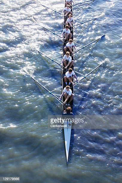 Erhöhte Ansicht von einer Personen in long Kanu
