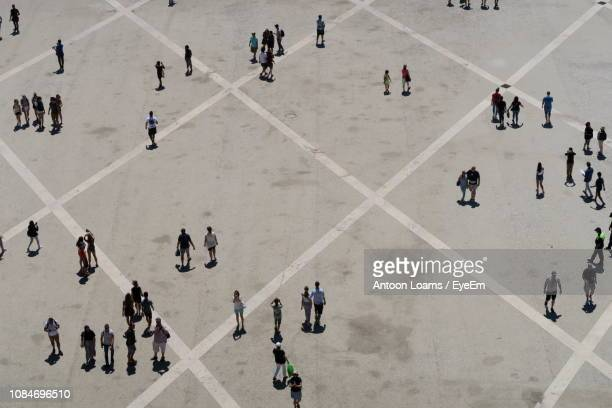 high angle view of people on road in city - elevated view imagens e fotografias de stock