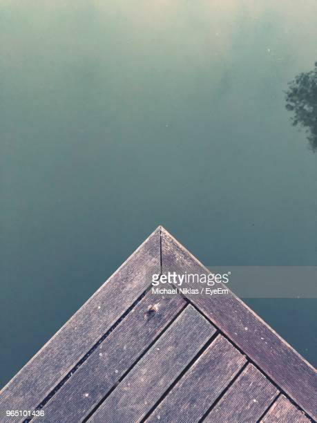 high angle view of pier on lake against sky - ponton photos et images de collection