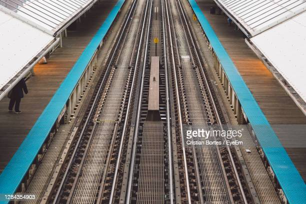 high angle view of railroad station platform - bortes stock pictures, royalty-free photos & images