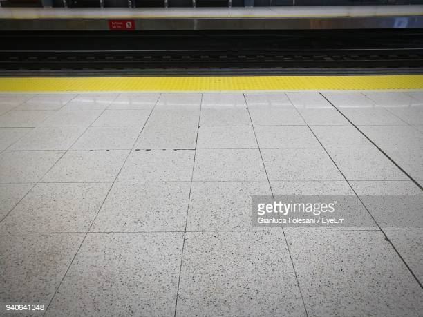 high angle view of railroad station platform - railroad station platform stock pictures, royalty-free photos & images