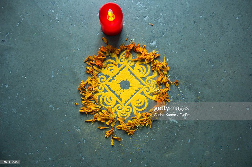 High Angle View Of Rangoli By Electric Candle On Floor : Foto de stock