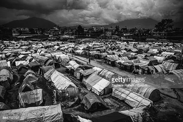 high angle view of refugee camp on field - refugiado fotografías e imágenes de stock