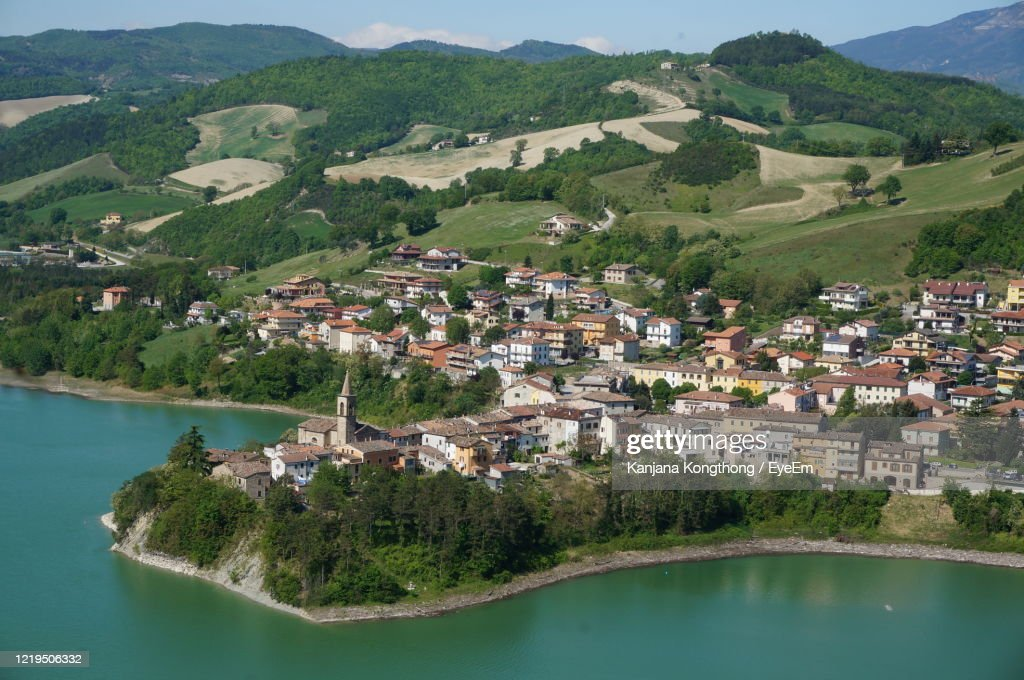 High Angle View Of River Amidst Buildings In City : Foto stock