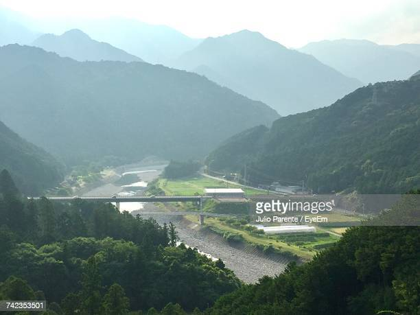 high angle view of river amidst mountains against sky - 三重県 ストックフォトと画像