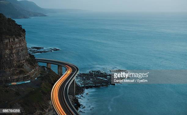 high angle view of road by sea against sky - nueva gales del sur fotografías e imágenes de stock