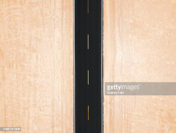 high angle view of road in desert - dividing line road marking stock pictures, royalty-free photos & images