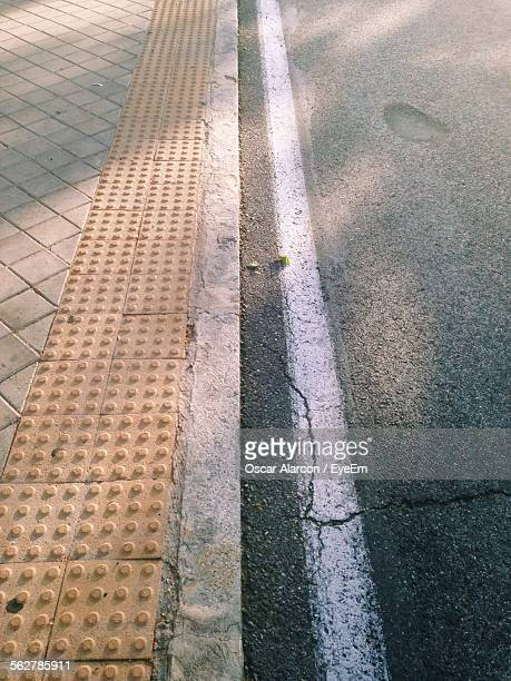 high angle view of road - curb stock pictures, royalty-free photos & images
