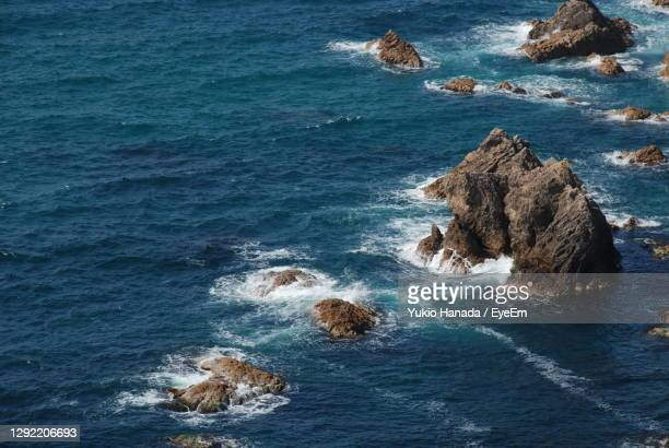 high angle view of rock formation in sea - 鳥取県 無人 ストックフォトと画像