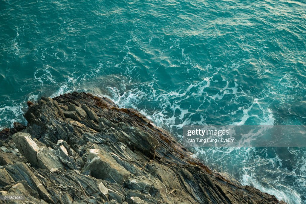 High Angle View Of Rock In Sea : ストックフォト
