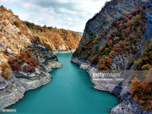high angle view of rocks by sea against sky - grenoble stock pictures, royalty-free photos & images