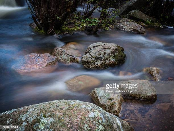 high angle view of rocks on flowing river - dave faulkner eye em stock pictures, royalty-free photos & images