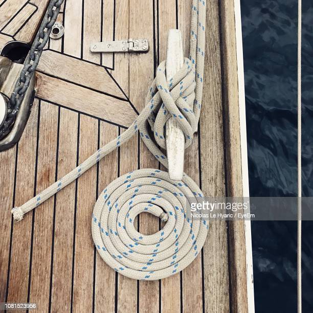 high angle view of rope tied on cleat - barca a vela foto e immagini stock