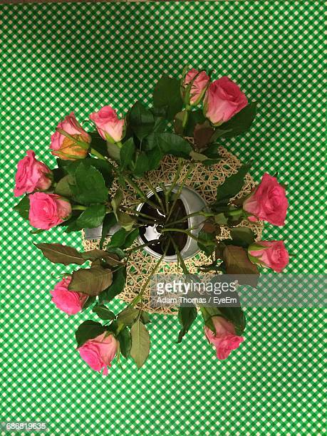 high angle view of roses in vase on green checkered tablecloth - old wembley stock pictures, royalty-free photos & images