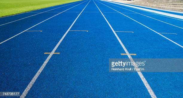 high angle view of running track - track and field stadium stock pictures, royalty-free photos & images