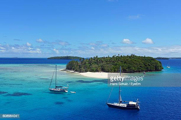 high angle view of sailboats sailing on sea against sky - tonga stock pictures, royalty-free photos & images