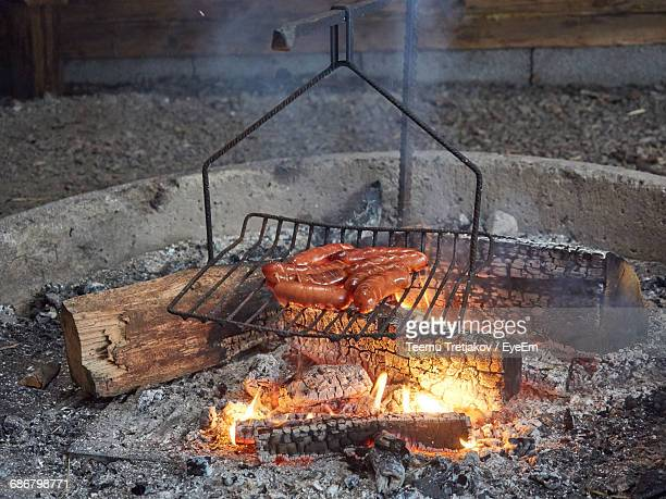 high angle view of sausages being cooked on barbecue - teemu tretjakov stock pictures, royalty-free photos & images