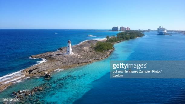 high angle view of sea against clear blue sky - ナッソー ストックフォトと画像