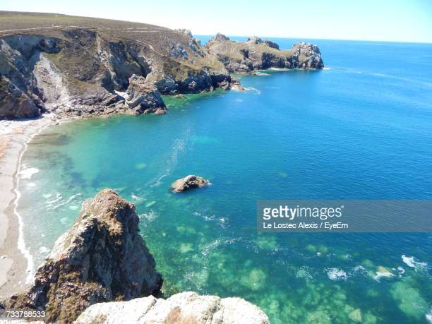 high angle view of sea against sky - littoral photos et images de collection