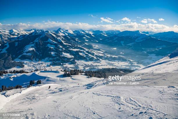 high angle view of snow covered land against sky - val thoermer stock-fotos und bilder