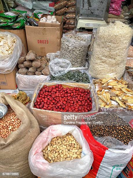 high angle view of spices for sale at market stall - carolina fragapane stock pictures, royalty-free photos & images
