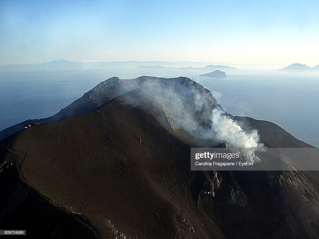 High Angle View Of Stromboli Volcano Against Sky : Foto stock