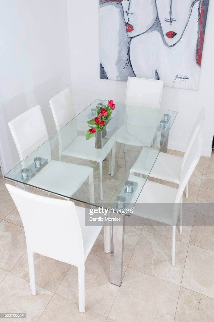High angle view of table and chairs in modern dining room : Foto stock