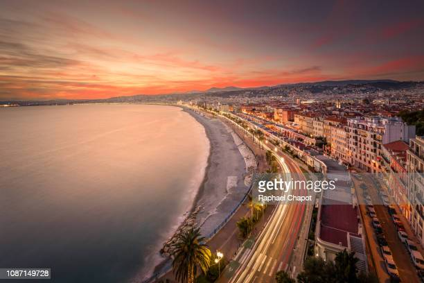 high angle view of the promenade des anglais and downtown of nice from castle hill park, nice, france - antibes fotografías e imágenes de stock