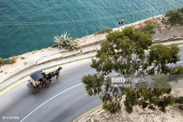 high angle view of the street in valletta, malta - koets stockfoto's en -beelden