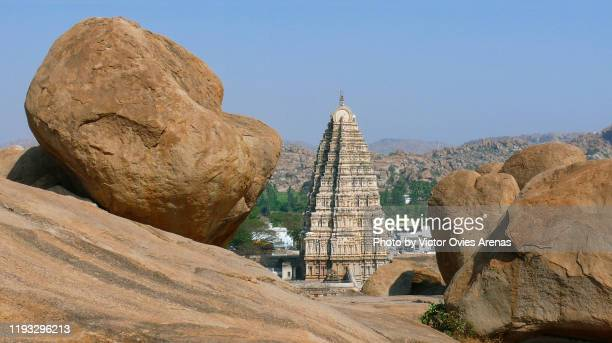 high angle view of the virupaksha temple rising above the town of hampi framed by big boulders in the state of karnataka, india - victor ovies fotografías e imágenes de stock