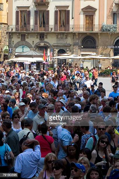 high angle view of tourists in a city, piazza della signoria, florence, tuscany, italy - シニョーリア広場 ストックフォトと画像